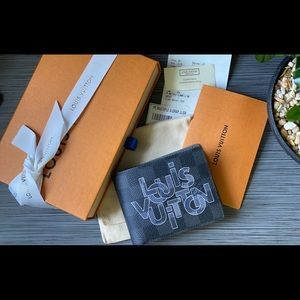 LOUIS VUITTON NWT Authentic Wallet With Receipt
